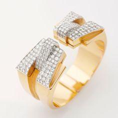 Bracelet Raymond Templier http://www.vogue.fr/joaillerie/news-joaillerie/diaporama/christie-s-paris-vente-encheres-bijoux-suzanne-belperron-raymond-templier-montres-hermes-breitling-diamant-light-pink/10822/image/649082#!christie-039-s-vente-bijoux-paris-bracelet-raymond-templier