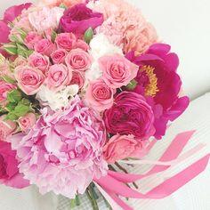 .@flowerbureau   Пиончики, пионовидные и кустовые розы и гвоздики
