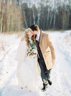 A Beautiful Bride & Groom in the Snow | Fab mood #winterwedding #snowwedding