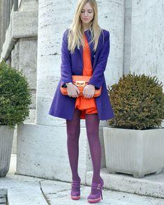 С чем носить фиолетовые колготки