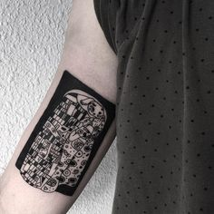 If you're after ideas for your next body inking then check out these stunning Gustav Klimt tattoos for some truly artistic inspiration. Kiss Tattoos, Weird Tattoos, Pretty Tattoos, Tattoo You, Cool Tattoos, Tatoos, Gustav Klimt, Klimt Tattoo, Intricate Tattoo