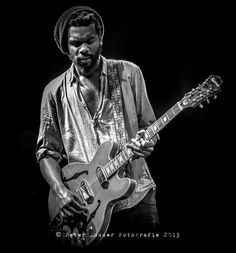 Austin's own Gary Clark Jr. Best guitarist since Jimi Hendrix! Gary Clark Jr, Texas Music, Tv Show Music, Best Guitarist, Jimi Hendrix, Rock Style, Pink Floyd, Fun To Be One, Music Bands