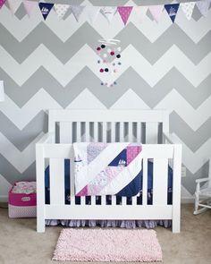 Une chambre d'enfant à chevrons