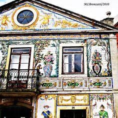 Lisboa e seus lindos azulejos.  Edifício da Fábrica de Cerâmica da Viúva Lamego by Bronzatti2:, via Flickr