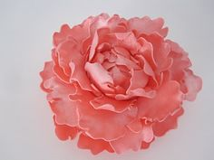 Gumpaste Peony Tutorial - Cakes and Cookies by Andrea (Some really good general flower making tips as well.)