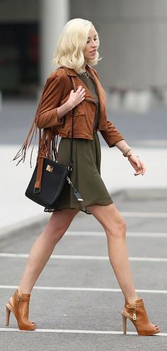 Street style | Brown leather jacket, khaki skirt, brown heels, handbag