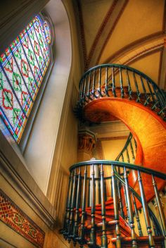 22. Marvel at the Loretto Chapel's miraculous staircase.