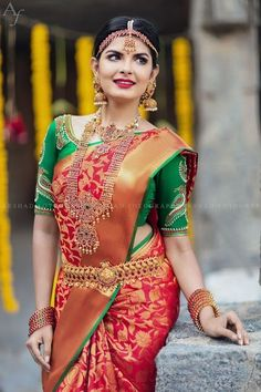 Red silk kanchipuram sari with contrast green blouse.Braid with fresh jasmine flowers. South Indian Bridal Jewellery, Bridal Jewelry, Gold Jewellery, Silver Jewelry, Gold Bangles, Bridal Shoes, Clay Jewelry, Stone Jewelry, Pearl Jewelry