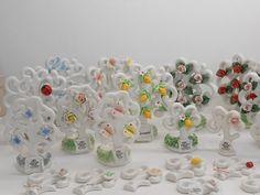 Bomboniere Albero della vita in ceramica di Capodimonte per il battesimo, comunione, cresima e anniversario. Disponibili in 5 formati. Stud Earrings, Jewelry, Flowers, Jewlery, Jewerly, Stud Earring, Schmuck, Jewels, Jewelery