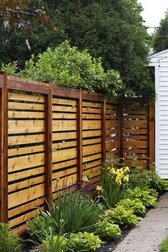 Creative Privacy Fence Ideas For Gardens And Backyards (3) Cheap Privacy Fence, Privacy Fence Designs, Backyard Privacy, Backyard Fences, Backyard Landscaping, Landscaping Ideas, Privacy Screens, Outdoor Privacy, Diy Fence