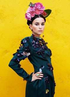 fr in love with this ethnic look - Gala Beauty Inspired by Frida Kahlo Fashion Shoot, Fashion Week, Editorial Fashion, Fashion Art, High Fashion, Fashion Design, Style Fashion, Mexican Fashion, Mexican Style