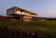 Located Nashik, Maharashtra, India, the Panorama house was designed by Ajay Sonar. The Panorama house is set on the backwaters of the Gangapur Dam in Nasik Concrete Architecture, Contemporary Architecture, Architecture Design, India Architecture, Contemporary Homes, Minimalist House Design, Modern House Design, Le Corbusier, Concrete Houses