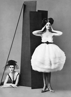 Dovima and Betsy Pickering in dresses by Lanvin-Castillo, photo by Avedon, August 1958