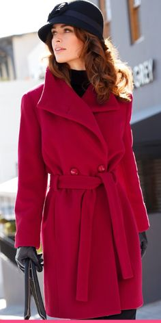 Punainen villakangastakki sopii klassiseen tyyliin. Shirts, Coat, Fashion, Fashion Clothes, Red Coats, Fall Weather, Fall Coats, Red Gown Dress, Fashion Trends