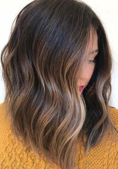Finding the right and exact hair color shades for you to wear with long and medium haircuts? Don't worry at all, here you can easily find your desired hair colors and shades to wear in 2018. The amazing blends of brunette hair colors for various hair lengths are really fantastic ideas. Explore here and choose these ideas. Blonde Balayage Highlights, Balayage Brunette, Balayage Hair, Hair Makeup, Beauty Makeup, Makeup Obsession, All Things Beauty, Brown Hair, Salons