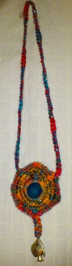 Collier feutré et crocheté multicolore décoré avec par TRICOFEUTRE, $49.00