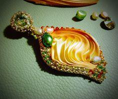Shibori earrings by Mabi Shibori, Swarovski, Earrings, Ear Rings, Stud Earrings, Ear Piercings, Ear Jewelry, Beaded Earrings Native, Pierced Earrings