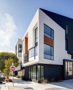 Modern residential building in San Francisco / Photo by Pavel Bendov