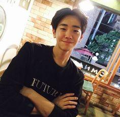 Image in Asian Boy collection by 라이프 스타일 on We Heart It Cute Korean, Korean Men, Korean Actors, Pretty Boys, Cute Boys, Attractive Guys, Kdrama Actors, Flower Boys, Asian Boys