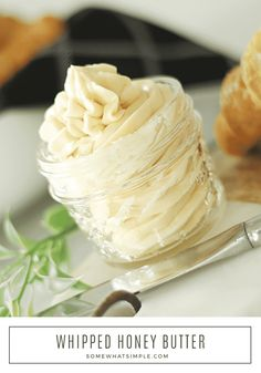 Whipped Honey Butter Recipe This honey butter recipe is the perfect way to spread even more goodness on foods you Whipped Honey Butter Recipe, Flavored Butter, Homemade Butter, Canned Butter, Honey Recipes, Sweet Recipes, Diy Spring, Cupcakes, Butter