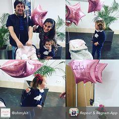 Si ya la salida del hospital es complicada: el cuco la bolsa las flores... nosotras añadimos globos para complicarla un poquito más ! Pero y la ilusión que hace @ohmykit??? Mil gracias por las fotos son geniales!!! #globospersonalizados #regalachuches #reciennacido #pippas by pippasstore