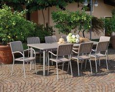 Stół ogrodowy Maestrale doskonale sprawdzi się w ogrodzie, na tarasie i w gastronomii.