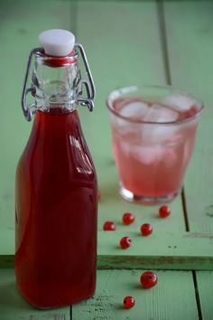 How to make 100 % natural redcurrant cordial – and a few words on aspartame. Raspberry Cordial, Jam Recipes, Cooking Recipes, Highbush Cranberry, Currant Recipes, Cordial Recipe, How Much Sugar, Joy Of Cooking, Marmalade
