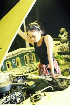 Help... #photo #season #car #night #flanel #glasses #pinit #jogja #indonesia