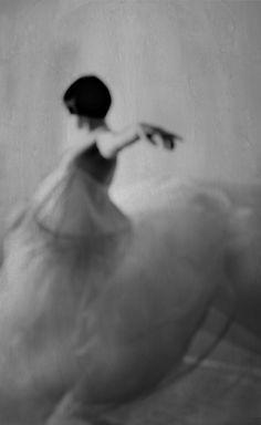 Movement gorgeous out of focus minimal monochrome fashion photography dark blackandwhite female portrait Lady Bug, Arte Yin Yang, Design Visual, Poesia Visual, Dance Movement, Body Movement, Portraits, Ex Machina, Foto Art