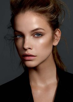 Get glowing skin like this with a little sunless tanner mixed in with your favorite moisturizer! #sunless #tan #beauty