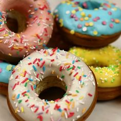 Discover recipes, home ideas, style inspiration and other ideas to try. Delicious Donuts, Delicious Desserts, Dessert Recipes, Yummy Food, Mini Donuts, Baked Donuts, Donuts Donuts, Baked Donut Recipes, Menue Design