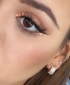 glitter eye makeup Bronze glitter for eye makeup - Makeup Goals, Makeup Hacks, Makeup Inspo, Makeup Art, Makeup Inspiration, Beauty Makeup, Makeup Ideas, Clown Makeup, Cute Makeup