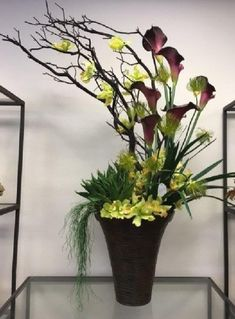 62 Best Beautiful Tall Floral Arrangement Pictures 2019 Best Beautiful Tall Floral Arrangement Pictures 38 The post 62 Best Beautiful Tall Floral Arrangement Pictures 2019 appeared first on Floral Decor. Hotel Flower Arrangements, Modern Floral Arrangements, Artificial Floral Arrangements, Ikebana Arrangements, Flower Centerpieces, Artificial Flowers, Flower Decorations, Deco Floral, Arte Floral