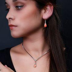 Elegante hanger en oorbellen van zilver 950 met een spondylus  http://www.dczilverjuwelier.nl/edelstenen-sieraden/edelstenen-sieraden-sets