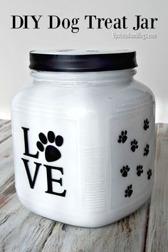 Pamper your dog by making this cute DIY Dog Treat Jar. It is easy to make and perfect for holding your furry friend's favorite treats in their own special Dog Treat Container! Dog Treat Cookie Jar pets treats dogtreats via 186688347040775245 Diy Dog Gifts, Diy Dog Treats, Healthy Dog Treats, Healthy Pets, Dog Biscuit Recipes, Dog Treat Recipes, Dog Food Recipes, Dog Treat Container, Dog Treat Jar