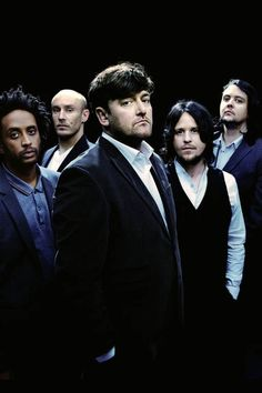 Elbow -- Guy Garvey (vocals, guitar), Richard Jupp (drums, percussion), Craig Potter (keyboards, piano), Mark Potter (guitar, backing vocals) and Pete Turner (bass guitar, backing vocals).