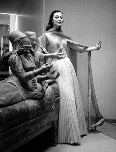 beautiful!    Rome 1956    Gown by Italian designer Gattinoni, photo by Pasquale De Antonis..