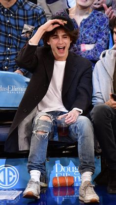 Timothée Chalamet at Knicks Game (Detroit Pistons vs New York) Beautiful Boys, Pretty Boys, Beautiful People, Amazing People, Regulus Black, Timmy T, White Boys, Celebs, Celebrities