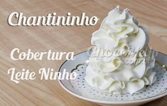 Chantininho com 3 Ingredientes - Cobertura de Leite Ninho para Bolos e Cupcakes - Receitas ChocoMeUp! Frosting Recipes, Cake Recipes, Special Recipes, Love Is Sweet, Mousse, Coco, Cake Decorating, Cheesecake, Birthday Cake