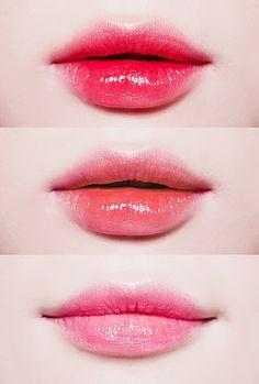 最後は唇♡  しっかり唇に色をつけることで、すっぴん感はほぼゼ...|MERY [メリー] sexy ulzzang lip lipgloss red pink orange makeup