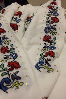 Dichisurile Ralucai: Flori de ie - Sau pasiunea transformată in business Floral Tie, Brooch, Costume, Business, Fashion, Floral Lace, Brooch Pin, Moda, La Mode