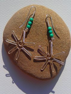 Silver wire earrings starfish with turquoise von LaSolis auf Etsy Wire Earrings, Starfish, Christmas Bulbs, Handmade Jewelry, Gems, Turquoise, Vintage, Silver, Craft Gifts