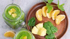Smoothie. Przepisy na odchudzające koktajle owocowe i warzywneSmoothie, czyli owocowe lub owocowo-warzywne koktajle przeżywają swoje złote czasy. Są prawdziwą witaminową bombą, a do tego łatwe i szybkie w przygotowaniu. Czego... Cantaloupe, Smoothies, Fruit, Food, Smoothie, Essen, Meals, Yemek, Smoothie Packs