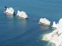 The Needles on the Isle of Wight, UK. The Isle of Wight is just off the southern coast of England, near the city of Portsmouth. They may look like frigid, glacial peaks, but The Needles are actually stacks of chalk. Beautiful Places To Visit, Places To See, England Ireland, What A Wonderful World, British Isles, Great Britain, The Great Outdoors, United Kingdom, Kingdom 3