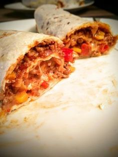 Mexican burritos with minced meat and vegetable filling - Hackfleisch - Fajitas Recipes Meat Recipes, Asian Recipes, Ethnic Recipes, Vegetarian Appetizers, Vegetarian Recipes, Mexican Burritos, Vegetarian Ketogenic Diet, Mexican Dinner Recipes, Fajita Recipe