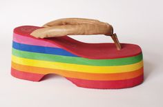 #ElegidosMS Sandalias con plataforma de arcoiris en @Magma Uruguay $ 2618