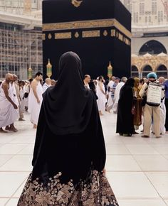 one day i m standing in front of kabba inshaAllah Beautiful Muslim Women, Beautiful Hijab, Hijabi Girl, Girl Hijab, Muslim Girls, Muslim Couples, Islam Women, Muslim Women Fashion, Islamic Girl