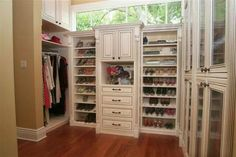When I win the sweepstakes, I want a closet like this! Traditional Closet Master Bedroom Closet Design, Pictures, Remodel, Decor and Ideas - page 16 Small Master Closet, Walk In Closet Small, Walk In Closet Design, Bedroom Closet Design, Master Bedroom Closet, Closet Designs, Girls Bedroom, Bedroom Closets, Bathroom Closet
