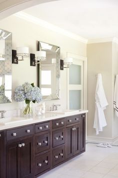 lovely - crisp and bright without being all white =) nice idea for the powder room