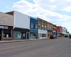 5 outrageously charming towns in Manitoba that you'll want to move to right now Backyard Landscaping, Countryside, Multi Story Building, Places To Visit, Vacation, Mansions, Landscape, House Styles, City